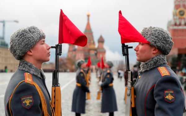 C 17 февраля работодателей обязали вручать работникам направления в военкомат
