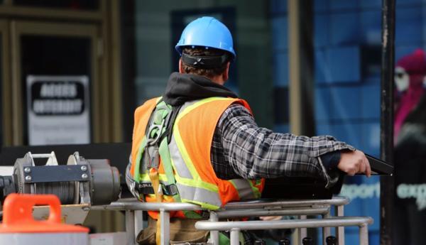 Правительство ввело запрет на работу иностранцев с 1 января 2020 года по отдельным видам деятельности