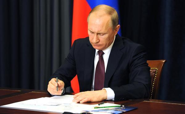 Подписан закон о новом пособии на детей до трех лет