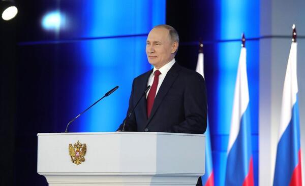 Путин распорядился поднять пособия на детей